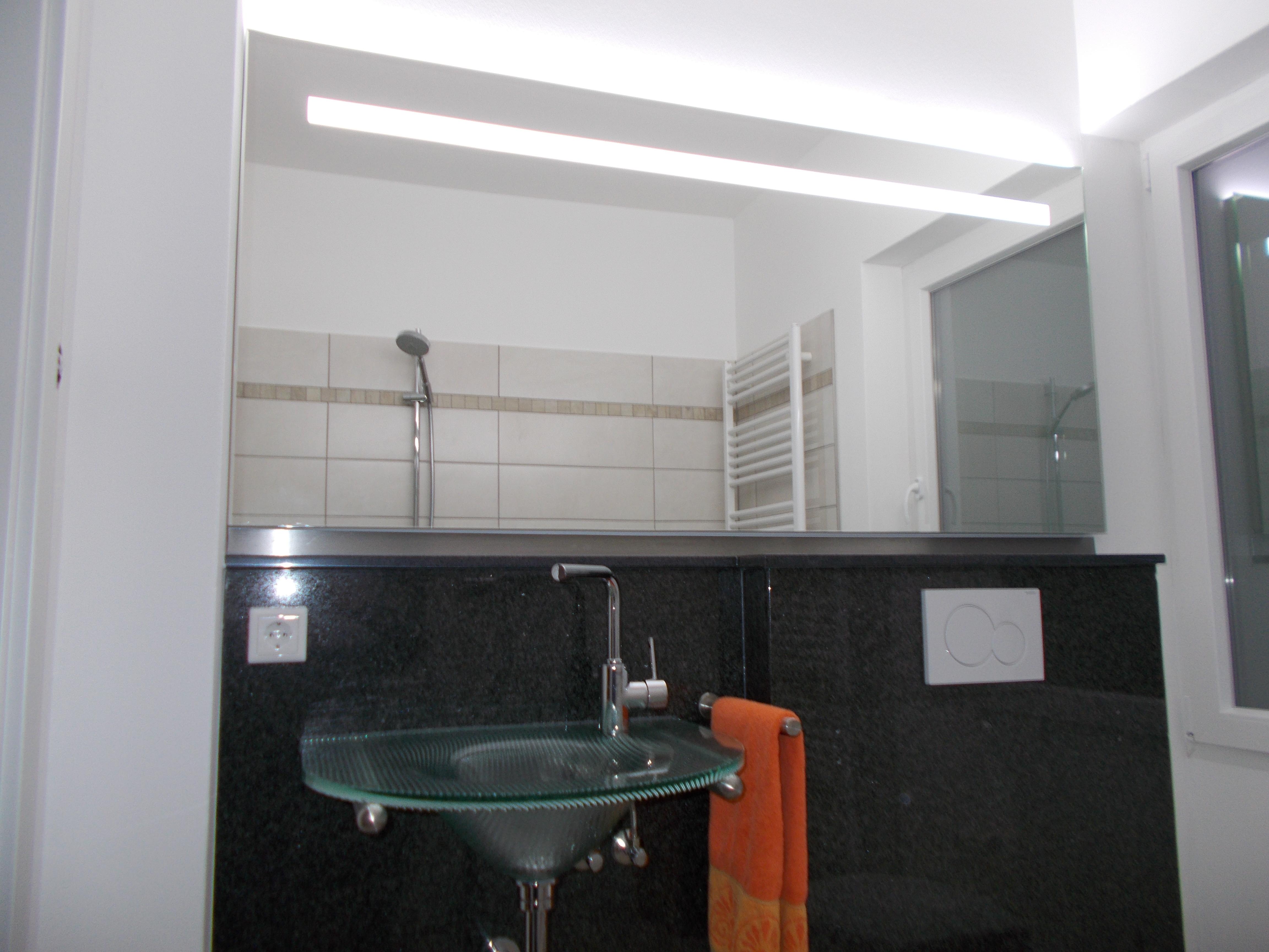 badspiegel mit led beleuchtung. Black Bedroom Furniture Sets. Home Design Ideas